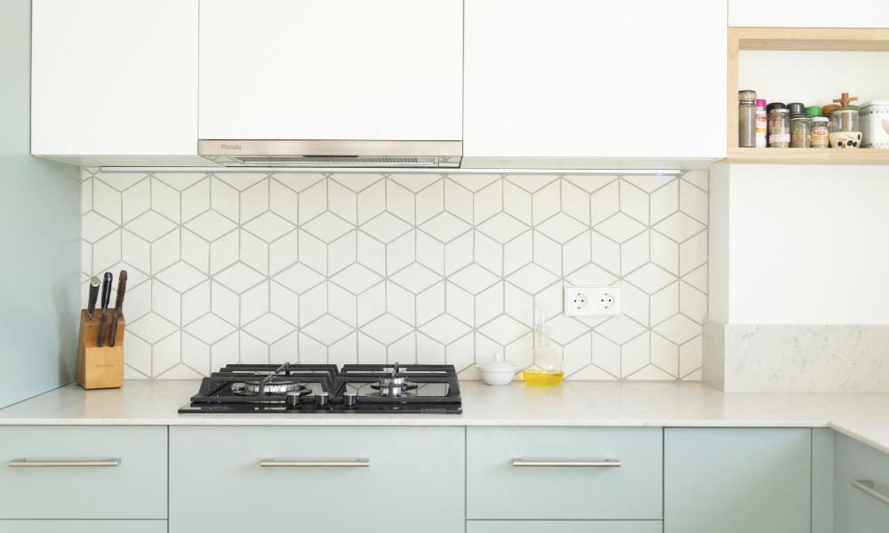 Cozinha em cores claras