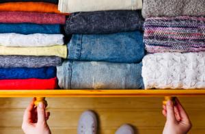 Aprenda como guardar suas roupas após o inverno e mantê-las protegidas!