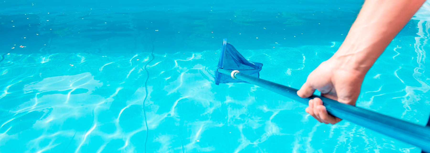 Aprenda a fazer a limpeza completa da sua piscina!