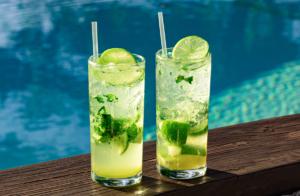 Aprenda 7 receitas de bebidas refrescantes para este Verão